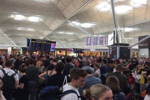 Χαμός στο Λονδίνο: Καθυστερήσεις και ματαιώσεις πτήσεων λόγω κεραυνών!