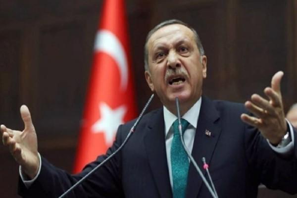 Έχει σκάσει από το κακό του ο Ερντογάν: Δεν μπορεί να απαγορεύσει...