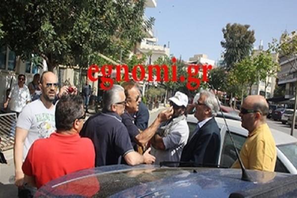 Ένταση και επεισόδια σε απεργιακή συγκέντρωση στη Χαλκίδα - Προσπάθησαν να διώξουν βουλευτή του ΣΥΡΙΖΑ! (Video)