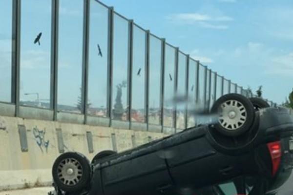 Σοβαρό τροχαίο στον Γέρακα: Αναποδογύρισε αυτοκίνητο (Photos)