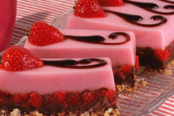 Δίχρωμο γλύκισμα με ζελέ φράουλα και σοκολάτα!