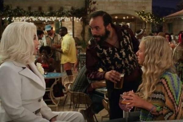 Με τη Σερ στο trailer του «Mamma Mia!» ο Πάνος Μουζουράκης!