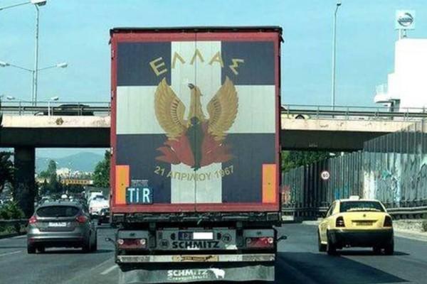 Απίστευτο και όμως αληθινό: Νοσταλγοί της Χούντας κυκλοφορούν στην Αθήνα!