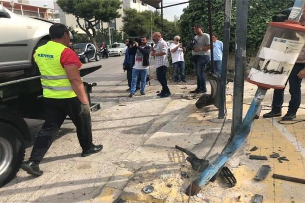 Τραγωδία στην Μεταμόρφωση: Η τρελή πορεία του ΙΧ που έπεσε στην στάση λεωφορείου!