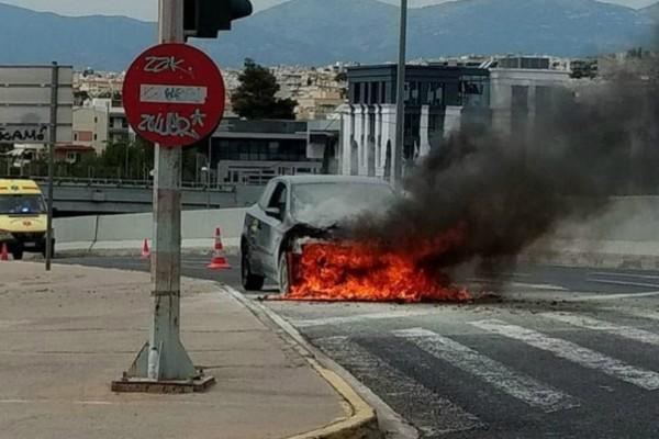 Αυτοκίνητο τυλίχθηκε στις φλόγες στην Κηφισίας!