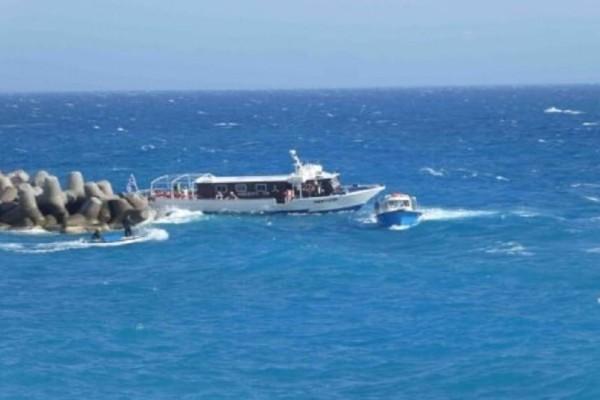 Σφακιά: Ακυβέρνητο σκάφος με 19 επιβάτες! - Καρέ καρέ η διάσωση του! (Photo)