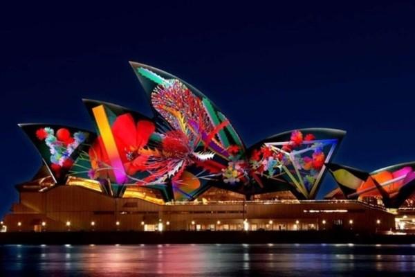 Η όπερα του Σίδνεϊ ζωντανεύει με την μαγεία των φώτων και της τεχνολογίας! (Video)