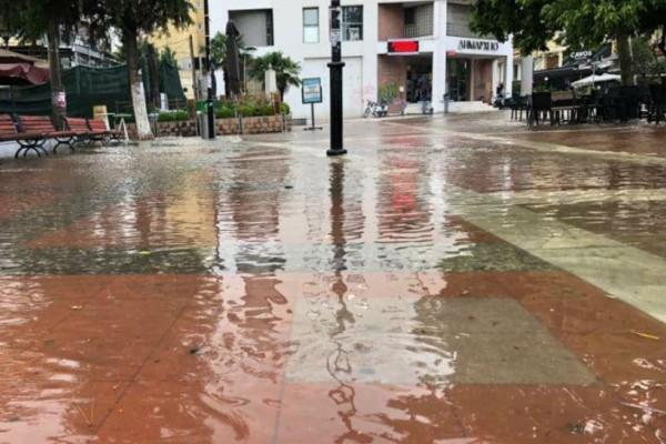 Θεσσαλονίκη: Σε λίμνη μετατράπηκε η πλατεία Ευόσμου (photos & video)