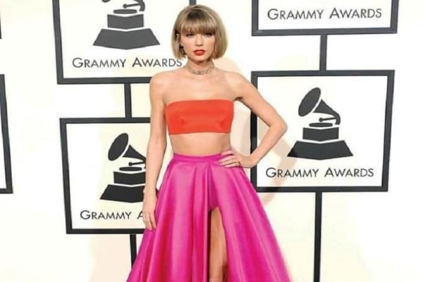 Συνδύασε το κοραλλί με το κόκκινο και δημιούργησε ένα εξωτικό εφέ στο λουκ σου όπως η Taylor Swift!