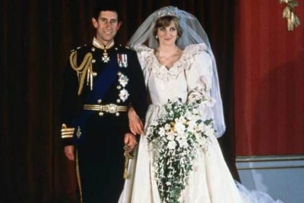 Είναι τρελοί οι Βρετανοί: Πωλούνται κομμάτια της γαμήλιας τούρτας του Κάρολου και της Νταϊάνας σε δημοπρασία (video)