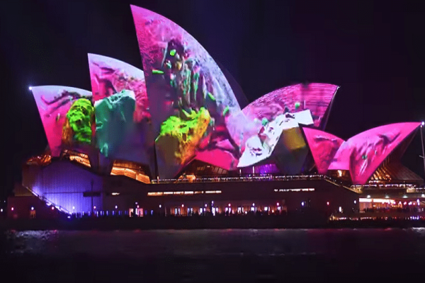 Άκρως εντυπωσιακό: Η Όπερα του Σίδνεϊ απέκτησε διαφορετική μορφή!