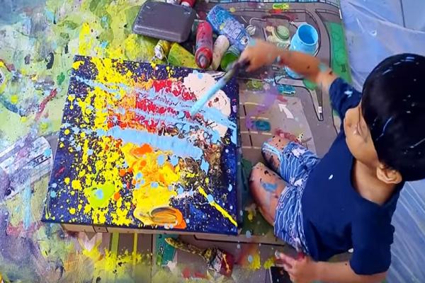 Μικρός καλλιτέχνης: 4χρονο πούλησε πίνακα του 2.500€! (Video)