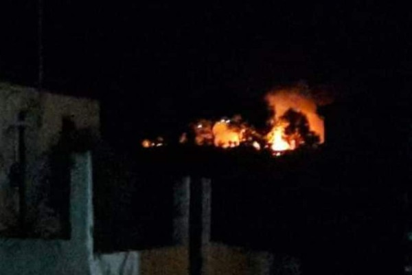 TΩΡΑ! Μεγάλη φωτιά στη Σκάλα Κεφαλονιάς ανάμεσα σε ξενοδοχεία (photos)