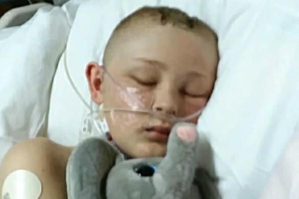 Σοκ: Ξύπνησε από κώμα 13χρονος, αφού οι γονείς του δώρισαν τα όργανά του