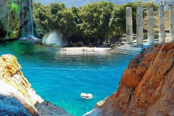 Ποιο είναι το μυστηριώδες καταπράσινο ελληνικό νησί που θα σε κάνει να ερωτευτείς την περιπέτεια; (photos)