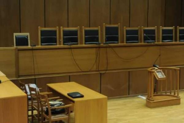 Γύθειο: Αρπαξε το όπλο αστυνομικού και επιχείρησε να πυροβολήσει μέσα σε δικαστήριο