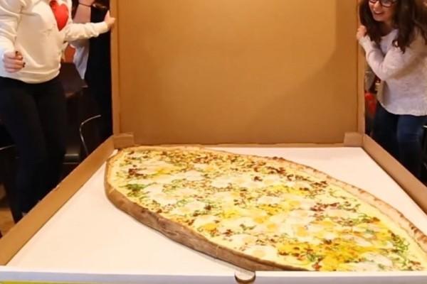 Αυτό είναι το πιο χορταστικό πεϊνιρλί! - Είναι σχεδόν 1,5 μέτρο! (Video)