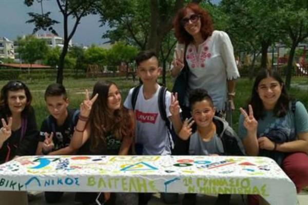 """Μπράβο! Μαθητές έδωσαν """"ζωή"""" σε εγκαταλειμμένη παιδική χαρά (photos)"""