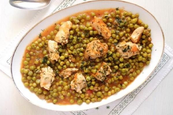 Η συνταγή της ημέρας: Κοτόπουλο με αρακά και κολοκυθάκια!