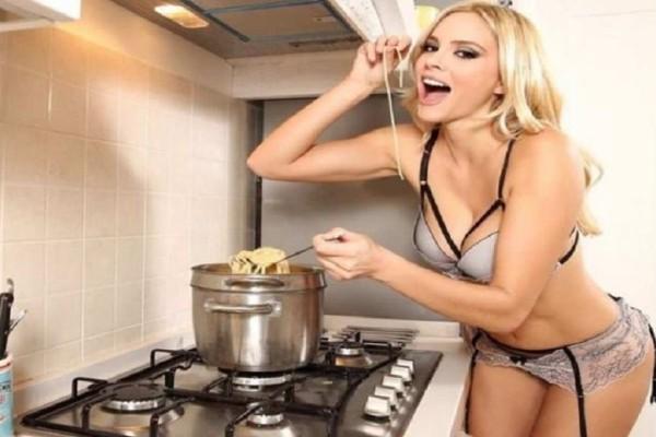 Προκαλεί η Ρία Αντωνίου: Πόσταρε τα γυμνά οπίσθιά της! (photo)