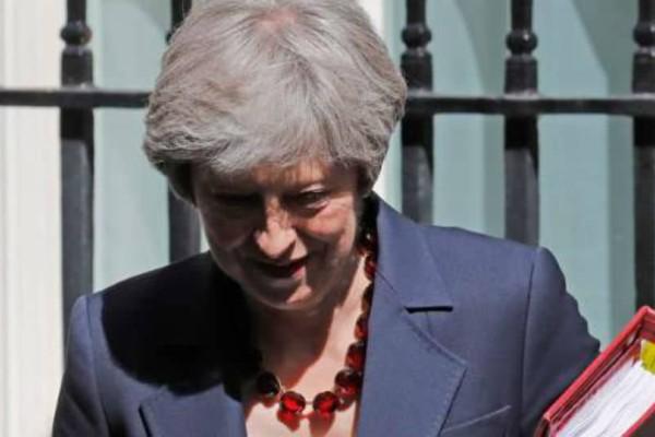 Η Τερέζα Μέι ζητάει να την εμπιστευτούν για να ολοκληρώσει το Brexit