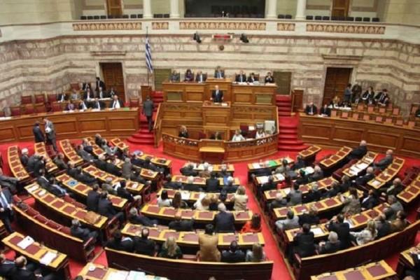 Άγριος καβγάς στη Βουλή: Βουλευτής πέταγε καρέκλες!