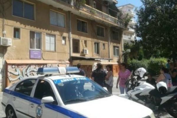 Χαμός στο Αγρίνιο: Ανήλικος απειλούσε να πετάξει βρέφος από το μπαλκόνι