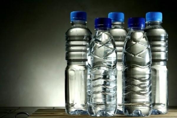 Γιατί δεν πρέπει να ξαναγεμίζουμε τα πλαστικά μπουκάλια νερού