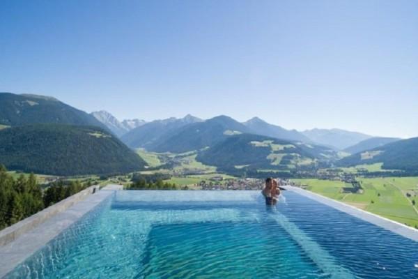 Η πιο εντυπωσιακή πισίνα στον κόσμο βρίσκεται στην Ιταλία! (Photo)