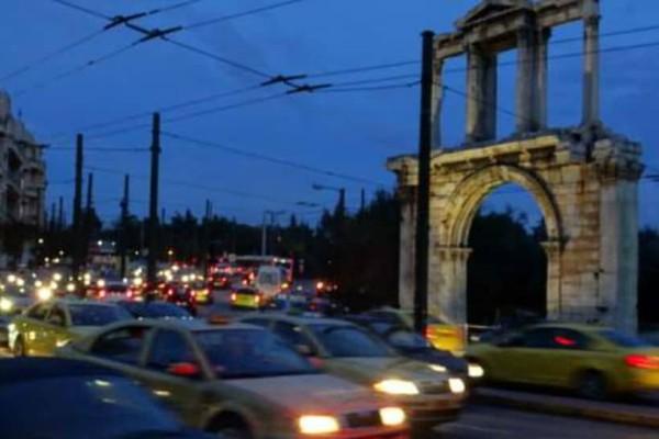 Η στάθμευση στην Αθήνα εκσυγχρονίζεται -Ερχεται ηλεκτρονική εφαρμογή ελεγχόμενης στάθμευσης