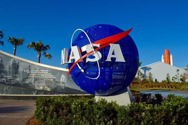 NASA: Το νέο τηλεσκόπιο κοστίζει 9,7 δισ. δολάρια και έχει επιφάνεια όσο ένα γήπεδο τένις!