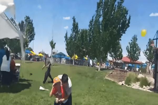 Απίστευτο: Ανεμοθύελλα σηκώνει στον αέρα χημικές τουαλέτες σε πάρκο! (Video)