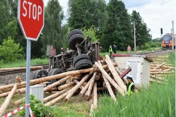 Τραγωδία στην Πολωνία: Ένας νεκρός και δεκάδες τραυματίες σε σύγκρουση τρένου!