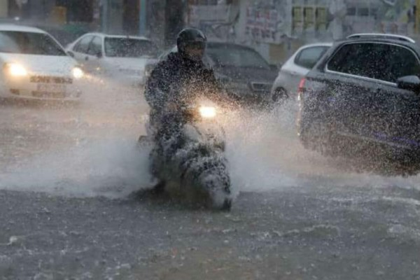 Τώρα: Ισχυρή καταιγίδα με χαλάζι πλήττει την Θεσσαλονίκη (Photos)