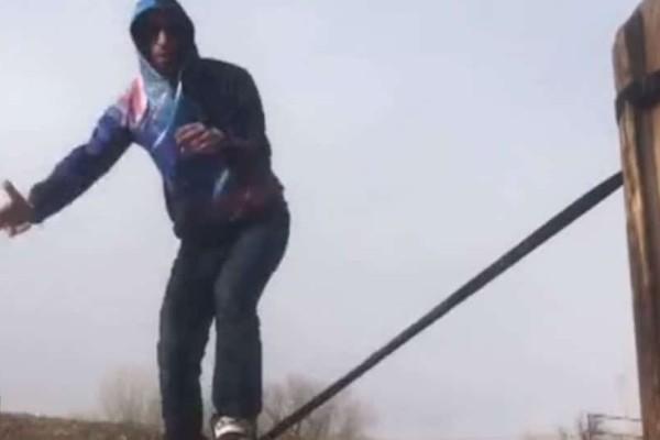 Απίστευτο: Ισορροπεί πάνω σε ιμάντα και δίνει εκπληκτικό σόου (video)