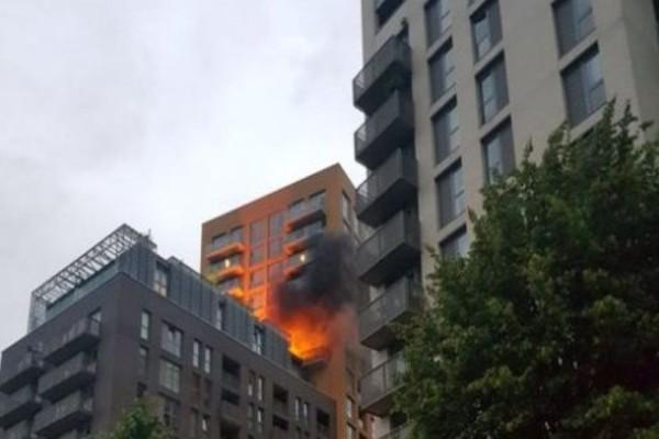 Πυρκαγιά σε πολυκατοικία στο Λονδίνο ακριβώς έναν χρόνο μετά την τραγωδία του Γκρένφελ!