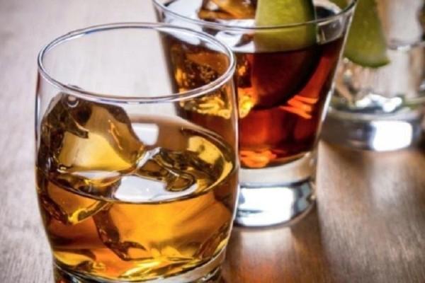 Πώς το αλκοόλ μπορεί να βλάψει την επιδερμίδα