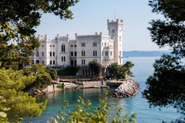 Το καταραμένο κάστρο όπου όποιος κοιμάται πεθαίνει! (photos)