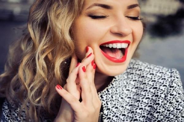 Sandy Smoke: Το νέο make up trend που είναι η απόλυτη τάση για το καλοκαίρι!