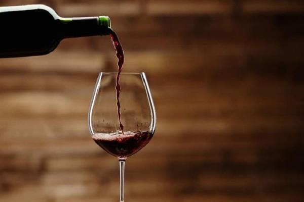 Φρικτό: Έχασε τη ζωή της πάνω σε πανηγυρισμούς από ένα ποτήρι κρασί!