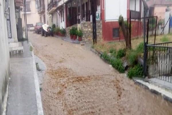 Συναγερμός στον Βόλο: Πλημμύρισαν σπίτια, εγκλωβίστηκαν άνθρωποι σε ΙΧ!