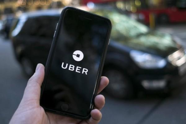 Οδηγός Uber  «πέταξε» έξω ζευγάρι γυναικών επειδή φιλήθηκαν (video)
