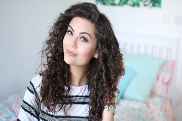 Curls time: Το νέο hair trend που αγαπήσαμε!