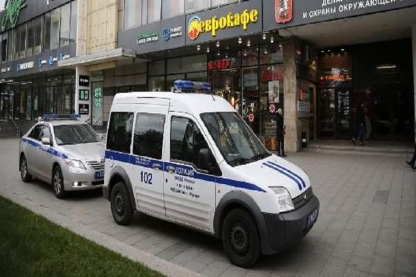 Συναγερμός στη Μόσχα: Ταξί έχασε τον έλεγχο και έπεσε πάνω σε πλήθος!