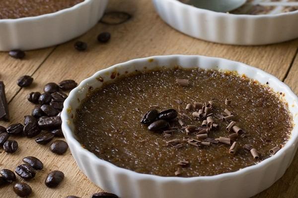 Σε μια ξεχωριστή εκδοχή: Φτιάξτε υπέροχη κρεμ μπρουλέ με σοκολάτα και μπανάνα! (Video)