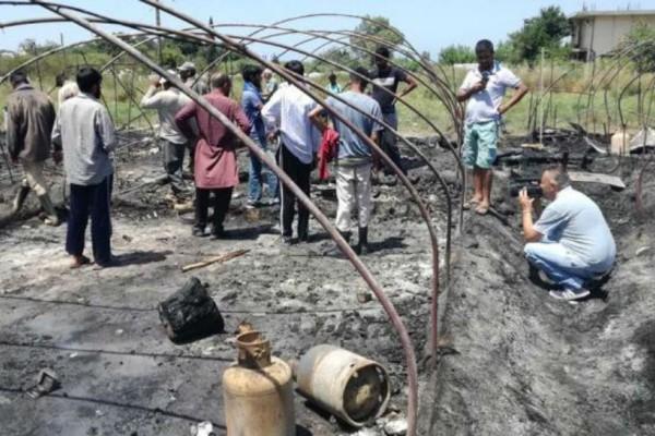 Μανωλάδα: Η στιγμή της μεγάλης πυρκαγιάς στον καταυλισμό των αλλοδαπών (Photos & video)