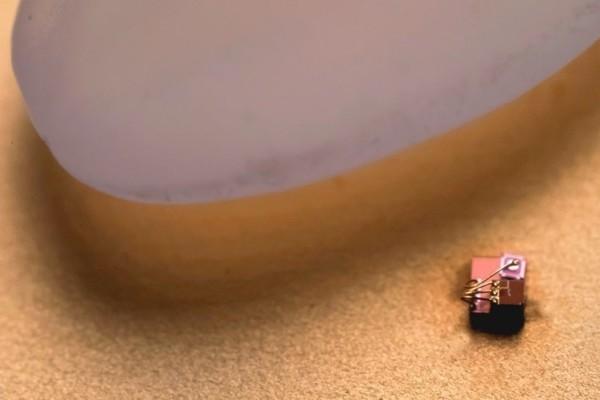Απίστευτο κι όμως αληθινό: Αυτός είναι ο μικρότερος υπολογιστής του κόσμου!