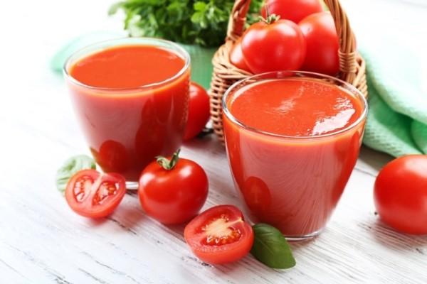 Χυμός ντομάτας: Πώς μας βοηθάει να απαλλαγούμε άμεσα από τα περιττά κιλά!