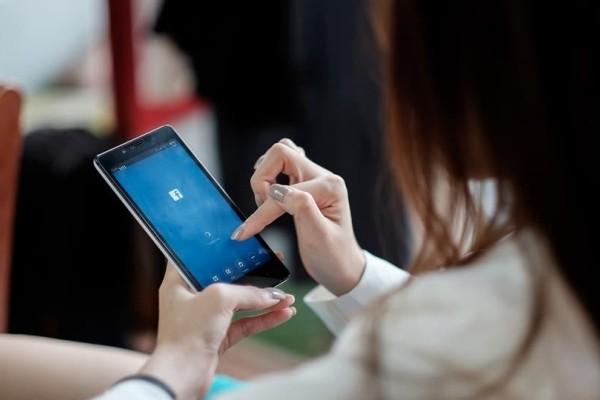 Ζώδια και Facebook: Πώς το χρησιμοποιεί το καθένα και ποια η σχέση του με τα social media!