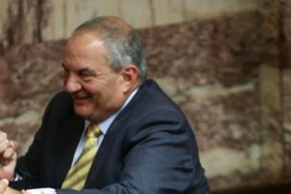 Το.... χοπ του Κώστα Καραμανλή στα έδρανα της Βουλής! (photos)
